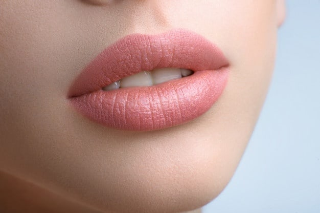 splendide-labbra-carnose-di-una-bella-donna_7502-69